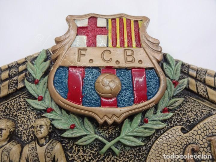 CARTEL RELIEVE FC BARCELONA. CAMPIÓ LLIGA 1974. 27 X 20 CTMS. KUBALA-CRUYFF-SOTIL.... (Coleccionismo Deportivo - Revistas y Periódicos - otros Fútbol)