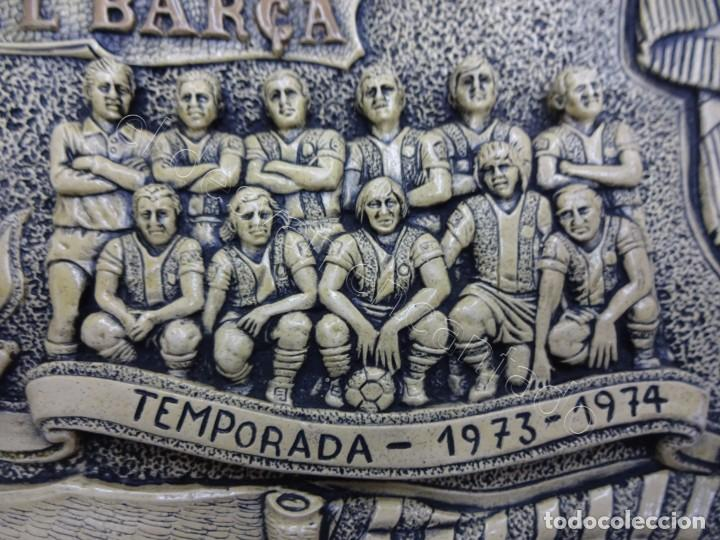 Coleccionismo deportivo: Cartel relieve FC BARCELONA. Campió lliga 1974. 27 x 20 ctms. KUBALA-CRUYFF-SOTIL.... - Foto 3 - 212691338