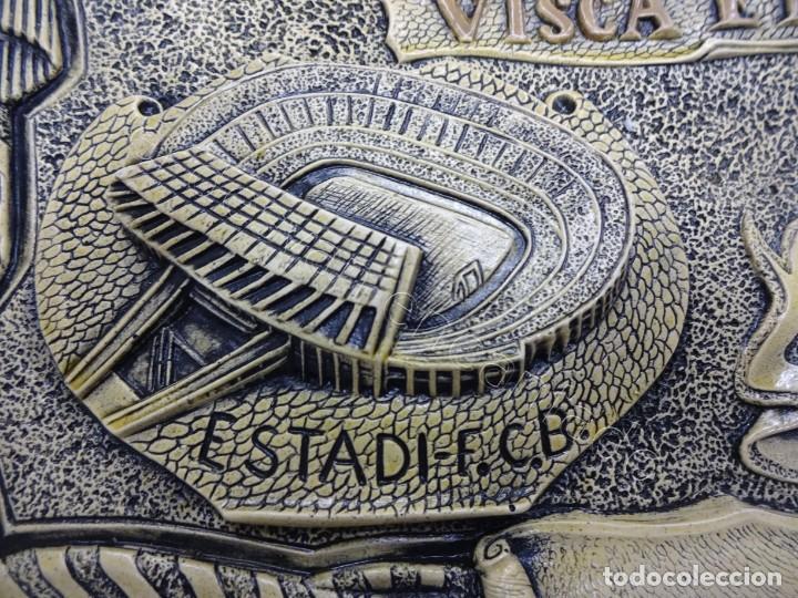 Coleccionismo deportivo: Cartel relieve FC BARCELONA. Campió lliga 1974. 27 x 20 ctms. KUBALA-CRUYFF-SOTIL.... - Foto 5 - 212691338