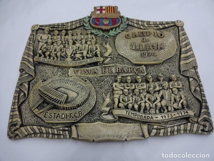 Coleccionismo deportivo: Cartel relieve FC BARCELONA. Campió lliga 1974. 27 x 20 ctms. KUBALA-CRUYFF-SOTIL.... - Foto 6 - 212691338