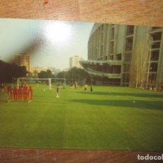 Coleccionismo deportivo: C F BARCELONA FUTBOL ANTIGUA FOTO FUTBOL ENTRENAMIENTO PEP CAPITAN POSIBLE TEMPORADA 1998. Lote 218142405