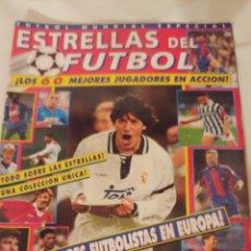 Coleccionismo deportivo: ESTRELLAS DEL FÚTBOL LOS 60 MEJORES JUGADORES EN ACCIÓN. Lote 218839797