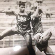 Coleccionismo deportivo: CRYSTAL PALACE-LEVSKI SOFIA -TROFEO VILLA DE GIJÓN 1991 -FOTO PRENSA ORIGINAL JUANJO ARIAS 18X24CMS. Lote 221913401