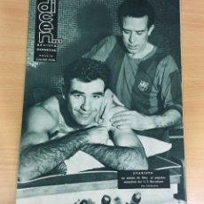 Coleccionismo deportivo: REVISTA DICEN AÑO IX Nº 373 - 23 ENERO 1960 - EVARISTO DEL CF BARCELONA EN MANOS DE MUR - FCB. Lote 222116877