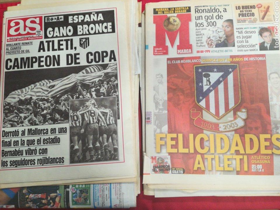 LOTE DE 37 PERIÓDICOS Y REVISTAS DEL ATLÉTICO DE MADRID CAMPEÓN DE TITULOS (Coleccionismo Deportivo - Revistas y Periódicos - otros Fútbol)