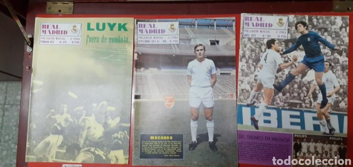 Coleccionismo deportivo: Lote antiguas revistas oficiales Real Madrid - Foto 4 - 222603503