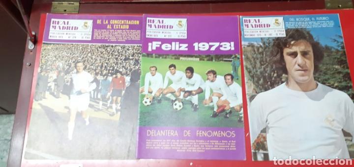 Coleccionismo deportivo: Lote antiguas revistas oficiales Real Madrid - Foto 5 - 222603503