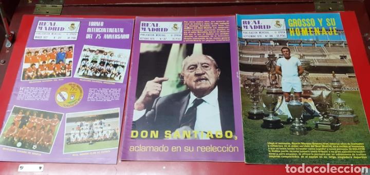 Coleccionismo deportivo: Lote antiguas revistas oficiales Real Madrid - Foto 8 - 222603503