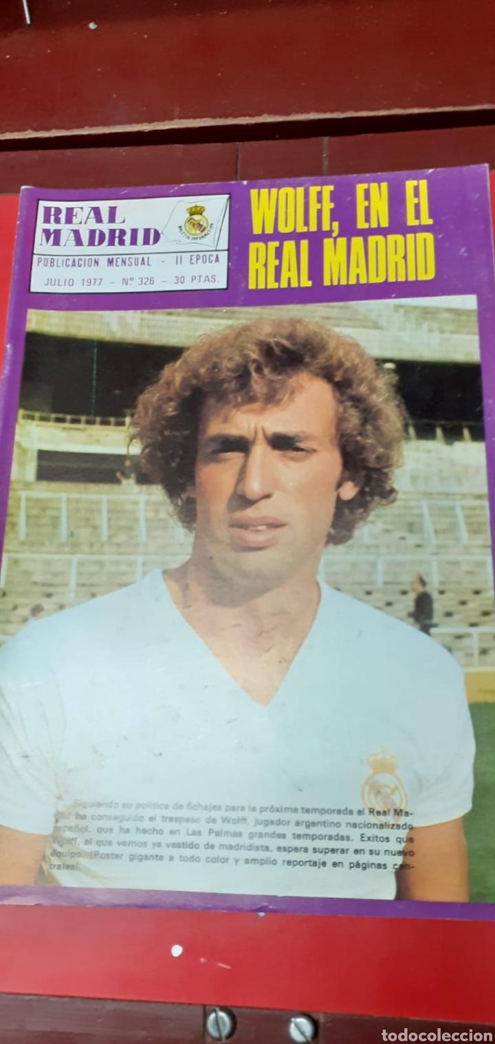 Coleccionismo deportivo: Lote antiguas revistas oficiales Real Madrid - Foto 9 - 222603503