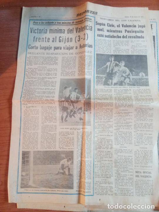 Coleccionismo deportivo: 3 RECORTES DEL JUGADOR DEL VALENCIA GONZALEZ UN GITANO CON DUENDE DE MARZO DEL 1975 - Foto 2 - 262096250