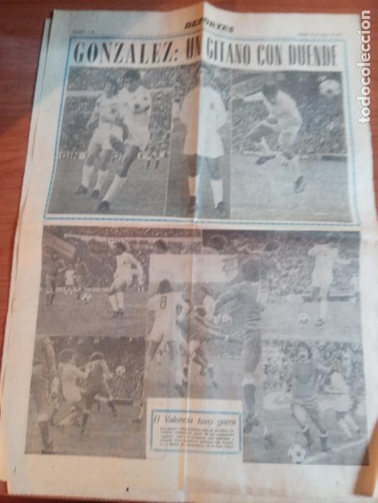 3 RECORTES DEL JUGADOR DEL VALENCIA GONZALEZ UN GITANO CON DUENDE DE MARZO DEL 1975 (Coleccionismo Deportivo - Revistas y Periódicos - otros Fútbol)