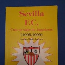 Coleccionismo deportivo: SEVILLA F C CASIBUN SIGLO DE JUGADORES 1905 1999. Lote 262272080