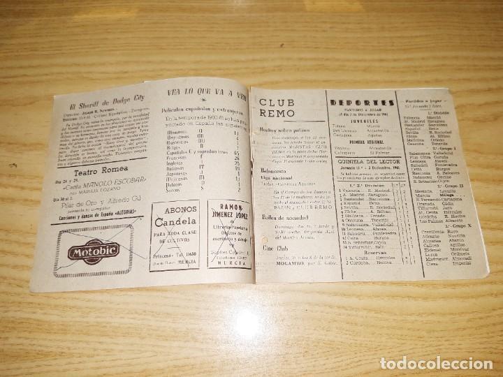 Coleccionismo deportivo: Papel antiguo. Guía semanal de Murcia, 26 Noviembre 1961. Con foto del jugador del Murcia González - Foto 3 - 265771019