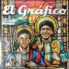 Coleccionismo deportivo: REVISTA DEPORTIVA ARGENTINA EL GRAFICO- LEO MESSI Y DIEGO MARADONA EN LA GLORIA- FUTBOL. Lote 274870608
