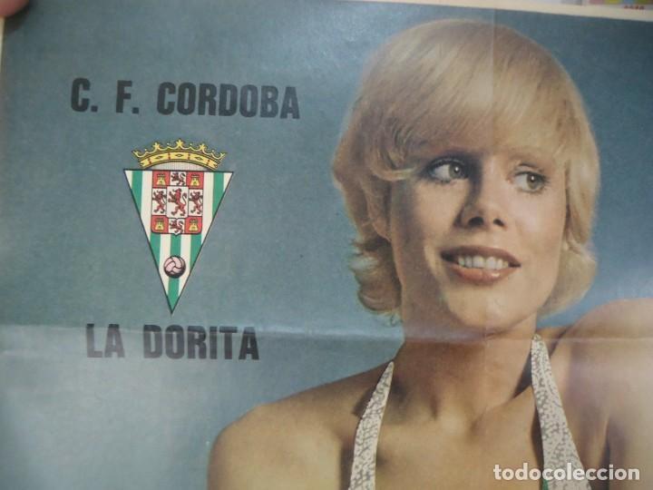 Coleccionismo deportivo: Poster central de la revista barrabás con la Dorita del Club de Futbol Cordoba - Foto 2 - 215241325