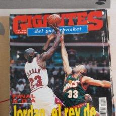 Coleccionismo deportivo: REVISTA BALONCESTO GIGANTES BASKET MICHAEL JORDAN 1996 Nº 555 CUARTO ANILLO CHICAGO BULLS . Lote 34609261