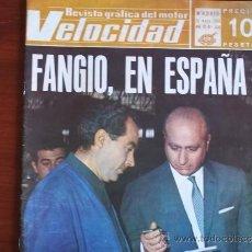 Coleccionismo deportivo: VELOCIDAD - Nº 350 - AÑO IX / 25 DE MAYO DE 1968 / PORTADA - FANGIO CON UN OBRERO DE LA PEGASO. Lote 38046405
