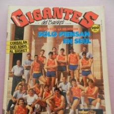 Coleccionismo deportivo: REVISTA GIGANTES DEL BASKET Nº 136-1988 SELECCIÓN ESPAÑOLA SEUL POSTER -LOLO SAINZ-CORBALAN-THOMPSON. Lote 45379410