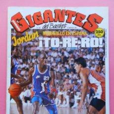 Coleccionismo deportivo: REVISTA GIGANTES DEL BASKET Nº 253 1990 MICHAEL JORDAN EN ESPAÑA POSTER PRESENTACION ACB NBA BULLS. Lote 70723549