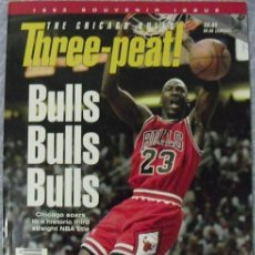 Coleccionismo deportivo: MICHAEL JORDAN - REVISTA/LIBRO ''THREEPEAT'' (1993) - ESPECIAL TERCER ANILLO - NBA. Lote 49319776