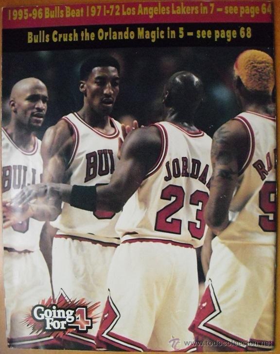Coleccionismo deportivo: Michael Jordan & Chicago Bulls - Revista Go for four! (1996) - NBA - Foto 2 - 50019840