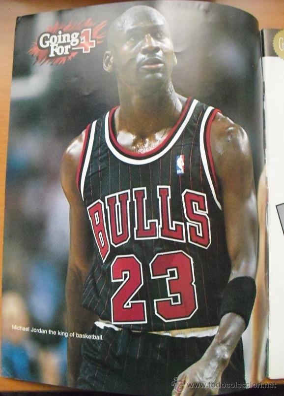 Coleccionismo deportivo: Michael Jordan & Chicago Bulls - Revista Go for four! (1996) - NBA - Foto 3 - 50019840