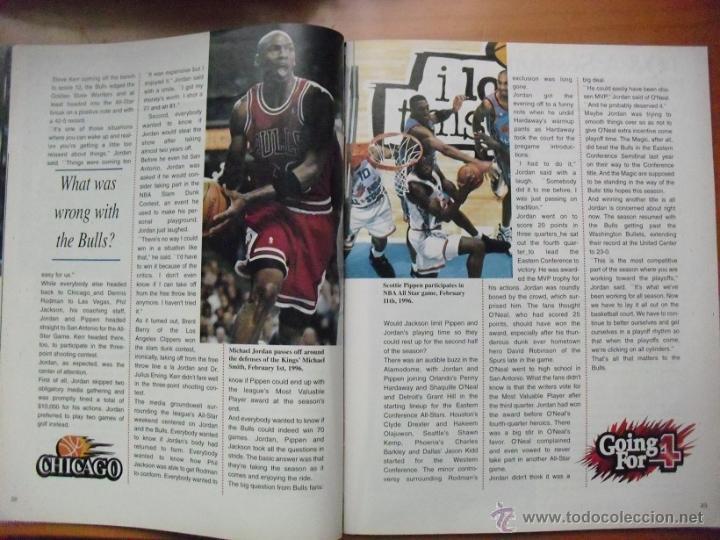 Coleccionismo deportivo: Michael Jordan & Chicago Bulls - Revista Go for four! (1996) - NBA - Foto 5 - 50019840