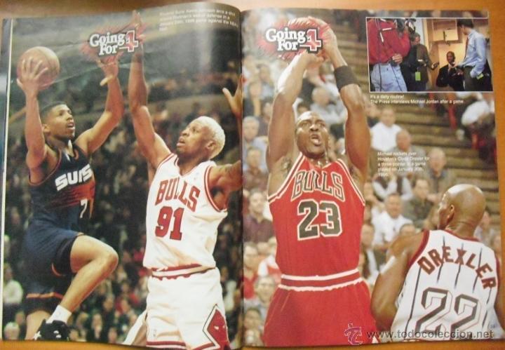 Coleccionismo deportivo: Michael Jordan & Chicago Bulls - Revista Go for four! (1996) - NBA - Foto 6 - 50019840