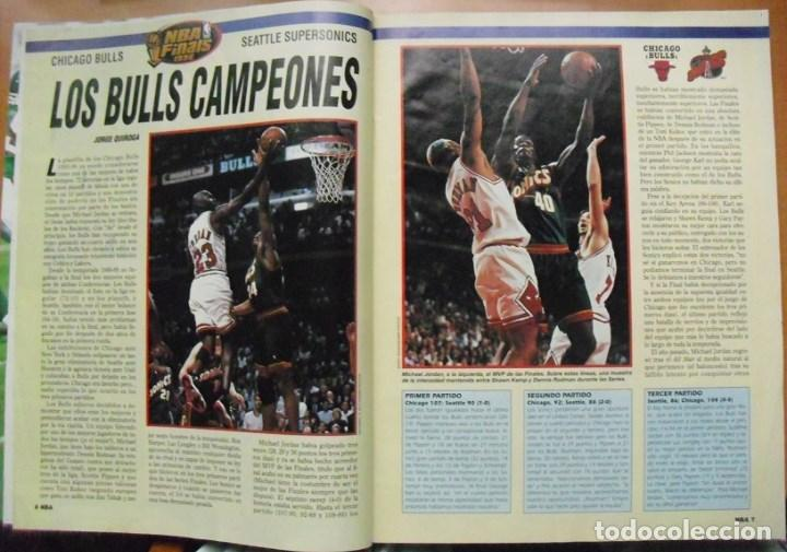 Coleccionismo deportivo: Michael Jordan & Chicago Bulls - Revista Oficial de la NBA - Cuarto anillo (1996) - Foto 2 - 75846275