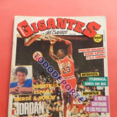 Coleccionismo deportivo: REVISTA GIGANTES DEL BASKET 146 PEGATINA GIGANTE Nº 15 OLAJUWON ROCKETS STICKER-CROMO-POSTER NBA. Lote 80273173