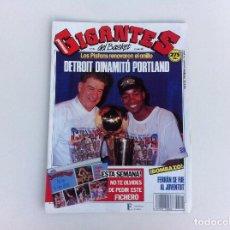 Coleccionismo deportivo: REVISTA (GIGANTES DEL BASKET) NÚMERO 242. AÑO 1990. POSTER ISIAH THOMAS (PISTONS). Lote 100682023