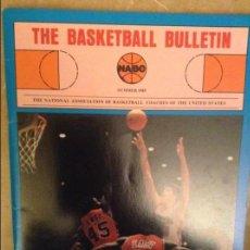 Coleccionismo deportivo: THE BASKETBALL BULLETIN (NABC) SUMMER 1985. Lote 104482363