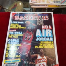 Coleccionismo deportivo: REVISTA BASKET 16 NÚMERO 23 CON PÓSTER CENTRAL THE MAGIC JOHNSON LOS ÁNGELES LAKERS. Lote 104950044