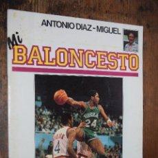 Coleccionismo deportivo: FASCICULO MI BALONCESTO, ANTONIO DIAZ-MIGUEL, Nº 41, 1985, POSTER MARK AGUIRRE. Lote 120296155