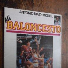 Coleccionismo deportivo: FASCICULO MI BALONCESTO, ANTONIO DIAZ-MIGUEL, Nº 26, 1985, POSTER VINNIE JOHNSON. Lote 120296927