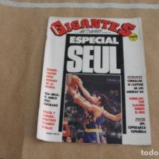 Coleccionismo deportivo: GIGANTES DEL BASKET Nº 150, CON POSTER CENTRAL. Lote 126723139