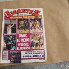 Coleccionismo deportivo: GIGANTES DEL BASKET Nº 216, CON POSTER CENTRAL. Lote 126724587