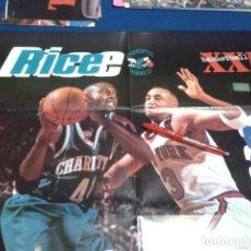 Coleccionismo deportivo: POSTER NBA REVISTA XXL BASKETBALL ( RICE DE CHARLOTTE + STARKS DE NEW YORH ) VINTAGE GRANDE. Lote 136152130