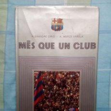 Coleccionismo deportivo: MÉS QUE UN CLUB,LIBRO DE LA HISTORIA DEL FC BARCELONA,AÑO 1975,EN CATALÁN. Lote 140900378