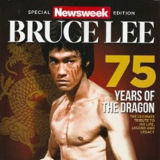 Coleccionismo deportivo: BRUCE LEE - ''NEWSWEEK'' - REVISTA/LIBRO ESPECIAL 75º ANIVERSARIO (1940-2015) . Lote 143112202