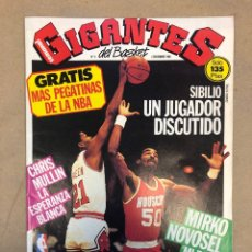 Coleccionismo deportivo: GIGANTES DEL BASKET N°4 (1985). SIBILIO, CHRIS MULLIN, NOVOSEL, POSTER DE CORBALAN, .... Lote 148399124