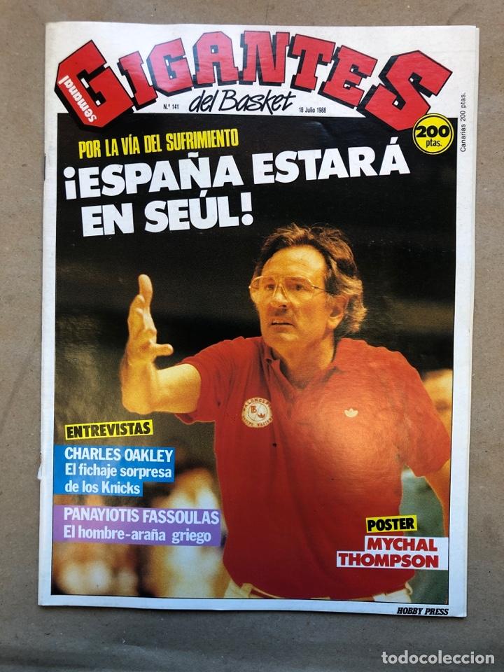 GIGANTES DEL BASKET N°141 (1988). ESPAÑA EN SEÚL, CHARLES OAKLEY, PEGATINA MAGIC JOHNSON, POSTER MYC (Coleccionismo Deportivo - Revistas y Periódicos - otros Deportes)