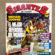 Coleccionismo deportivo: GIGANTES DEL BASKET N°143 (1988). MICHAEL COOPER, RALPH SMPSON Y MYCHAL THOMPSON POSTER, PEGATINA I.. Lote 148414585
