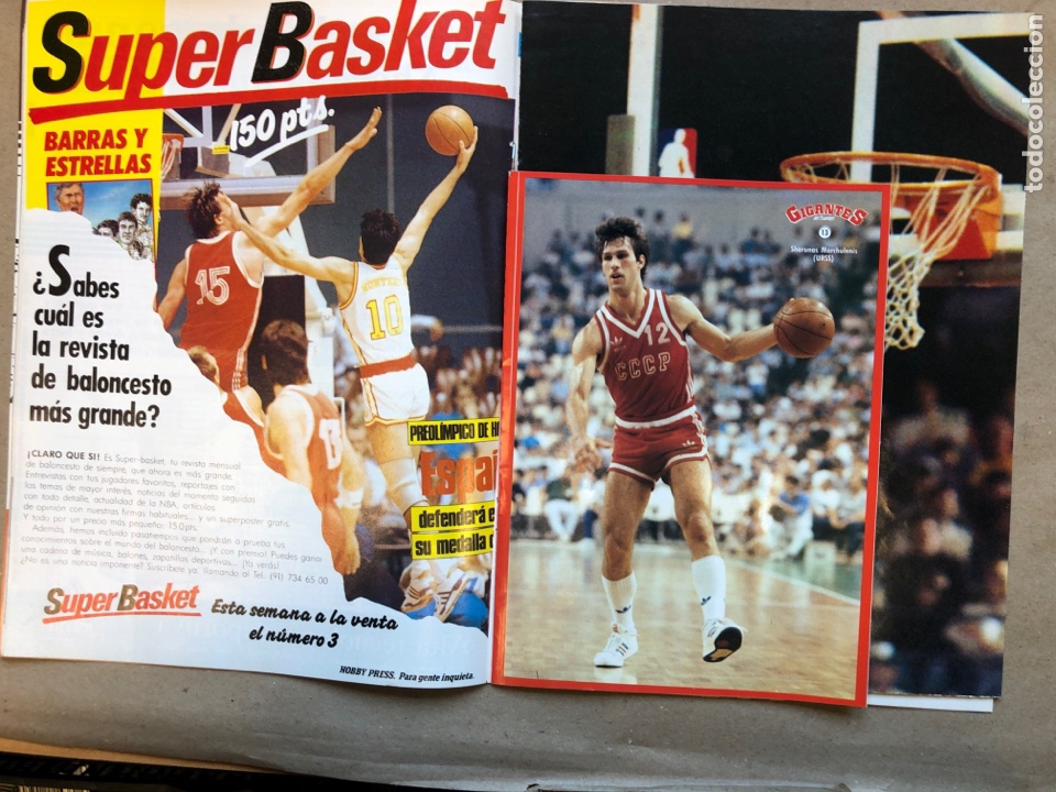 Coleccionismo deportivo: GIGANTES DEL BASKET N°145 (1988). MAGIC JOHNSON, POSTER GIGANTE MICHAEL JORDAN, PEGATINA MARCHULENIS - Foto 2 - 148414941