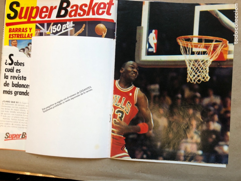 Coleccionismo deportivo: GIGANTES DEL BASKET N°145 (1988). MAGIC JOHNSON, POSTER GIGANTE MICHAEL JORDAN, PEGATINA MARCHULENIS - Foto 3 - 148414941