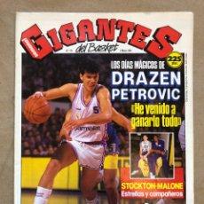 Coleccionismo deportivo: GIGANTES DEL BASKET N° 174 (1989). DRAZEN PETROVIC, STOCKTON - MALONE, POSTER MICHAEL JORDAN,.,. Lote 148419802