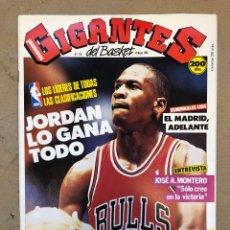 Coleccionismo deportivo: GIGANTES DEL BASKET N° 132 (1988). MICHAEL JORDAN, J.A. MONTERO, POSTER VILLACAMPA,,,. Lote 149447133