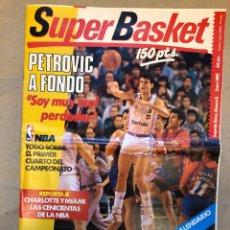 Coleccionismo deportivo: SÚPER BASKET N° 8 (1989). PETROVIC A FONDO, NBA, REPORTAJE CHARLOTTE Y MIAMI. POSTER CALENDARIO 1989. Lote 149474836