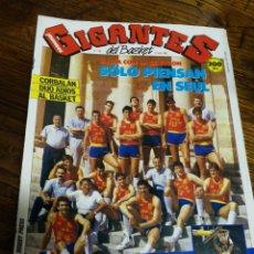 Coleccionismo deportivo: REVISTA GIGANTES DEL BASKET- PORTADA SELECCIÓN ESPAÑOLA, SOLO PIENSAN EN SEUL, + POSTER-N°136, 1988.. Lote 150892480