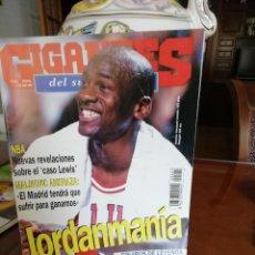 Coleccionismo deportivo: REVISTA ANTIGUA GIGANTES BASKET. AÑOS 90 . MICHAEL JORDAN. Lote 155415210
